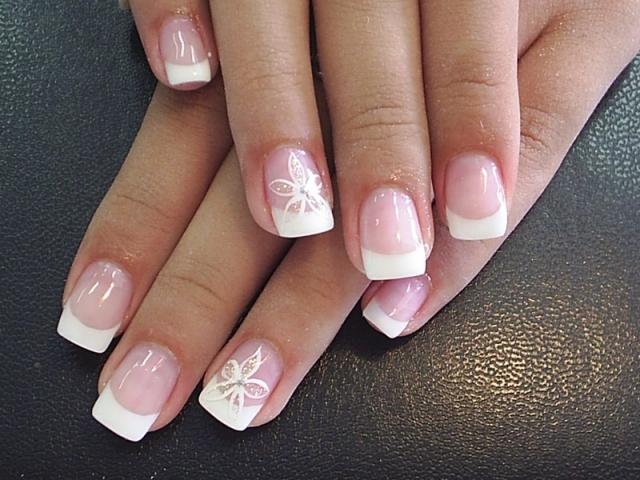 Pretty-Fake-Nails-Designs